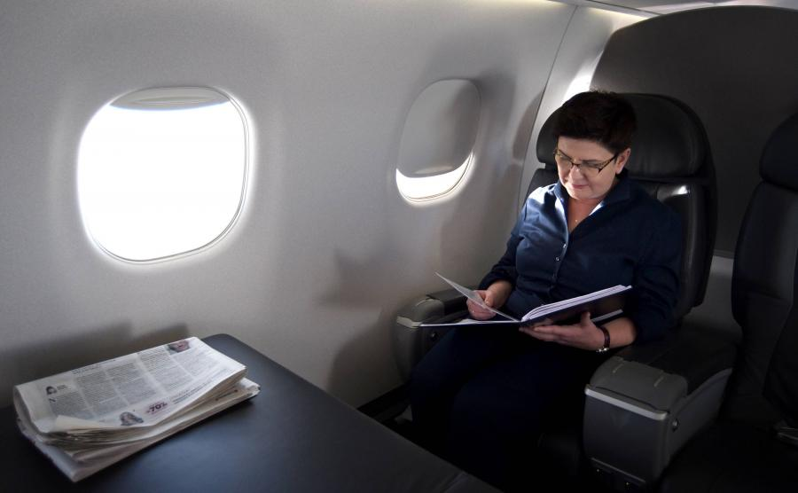 Premier Beata Szydło na pokładzie rządowego samolotu embraer