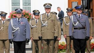 Generał Andrzej Pawlikowski (w środku)