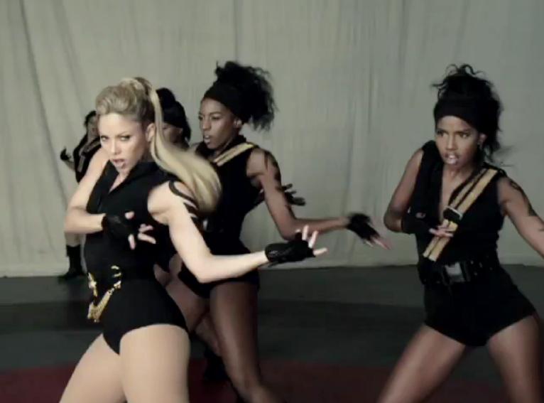 Nowa Shakira jak kolejna wersja Beyonce?