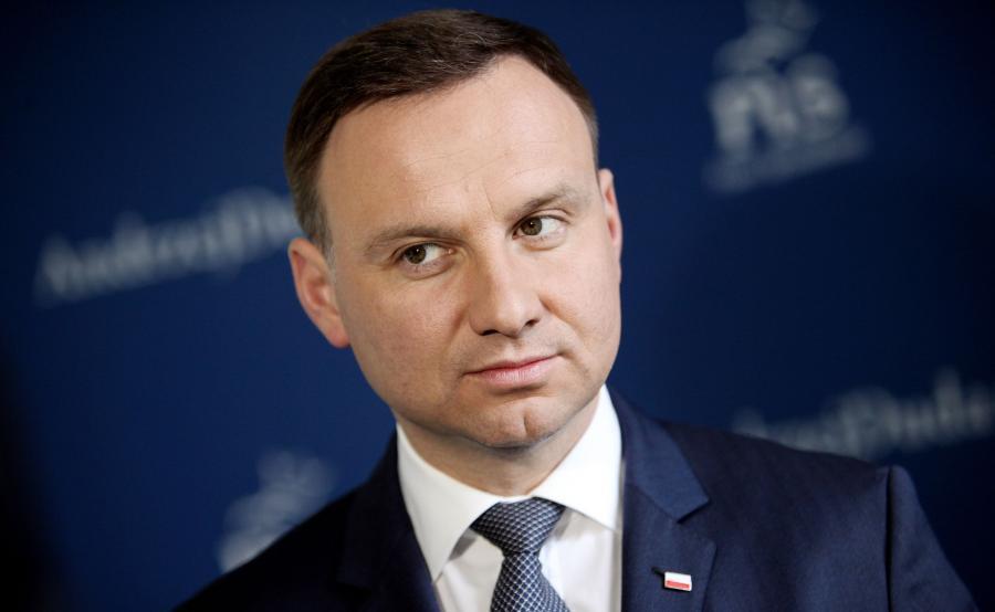 Prezydent miał zażądać dymisji szefa MON przed 15 sierpnia (fot. Shutterstock)