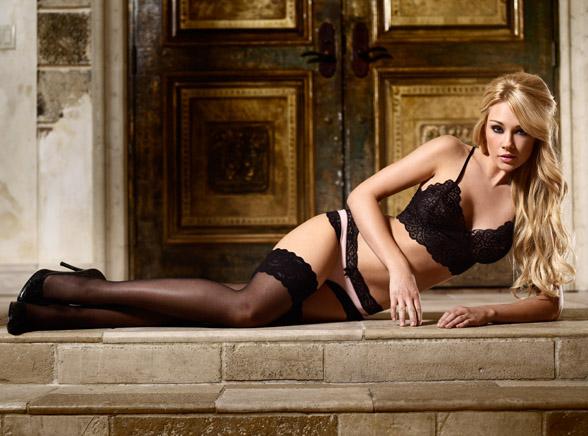 Australijska modelka i aktorka Lisa Gleave prezentuje bieliznę firmy Le Doux